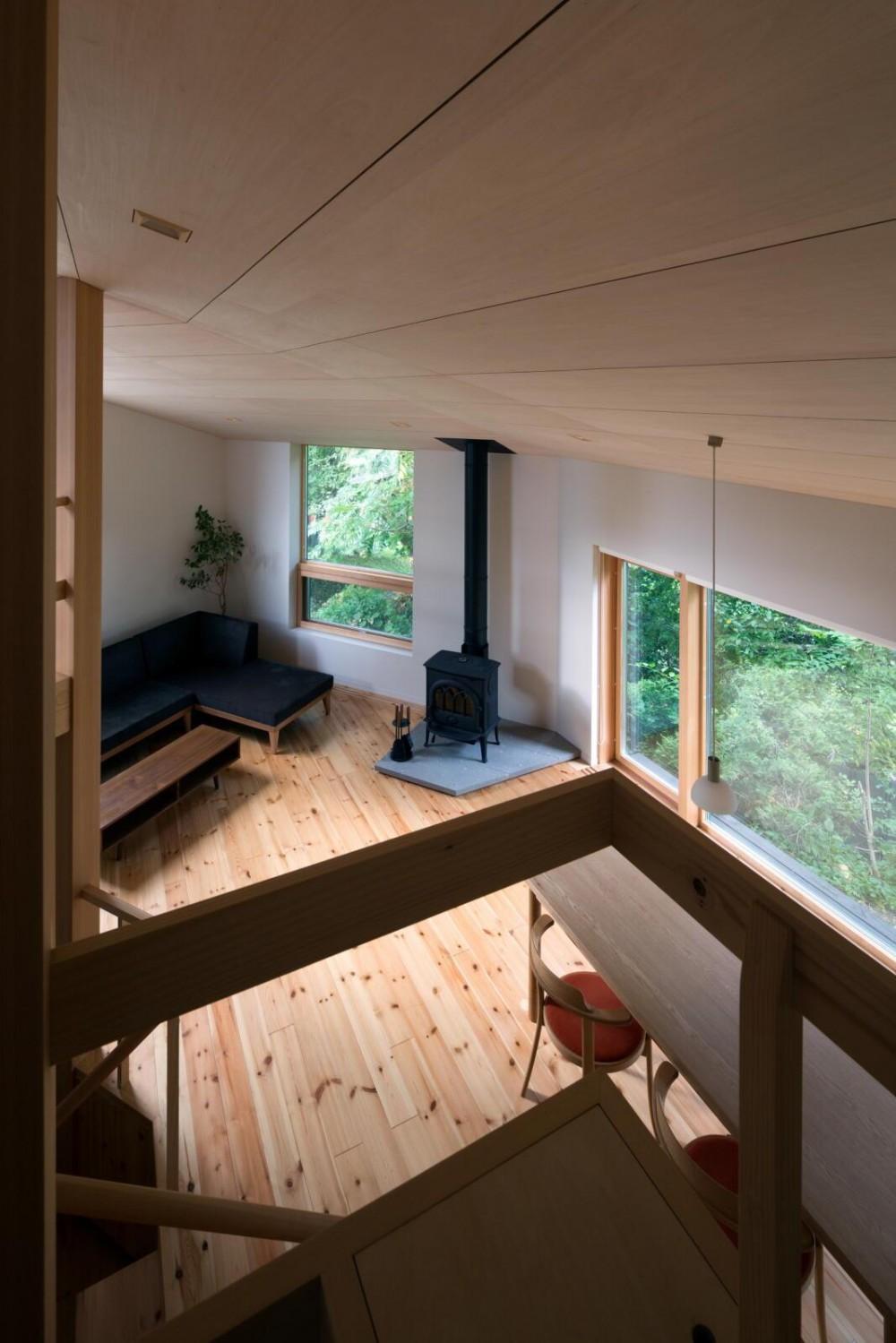 平岸の家 SGW (寝室から居間を見る)