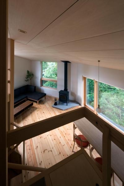 平岸の家 (寝室から居間を見る)