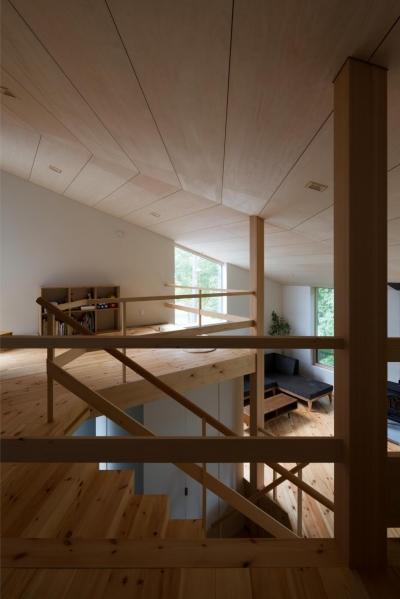 平岸の家 (寝室から子供室を見る)