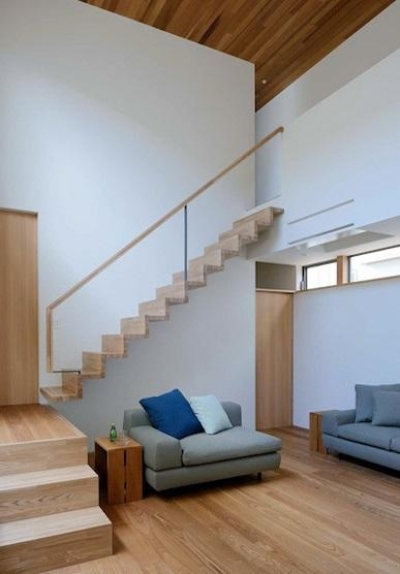 宝塚の家 (インパクトのある階段)