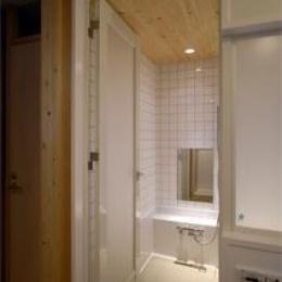 北条の家 (白いバスルーム)