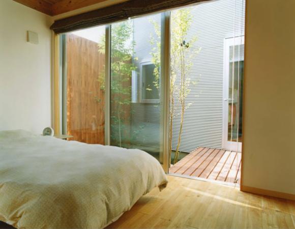 大塚新町の家 (テラスとの繋がりのある寝室)