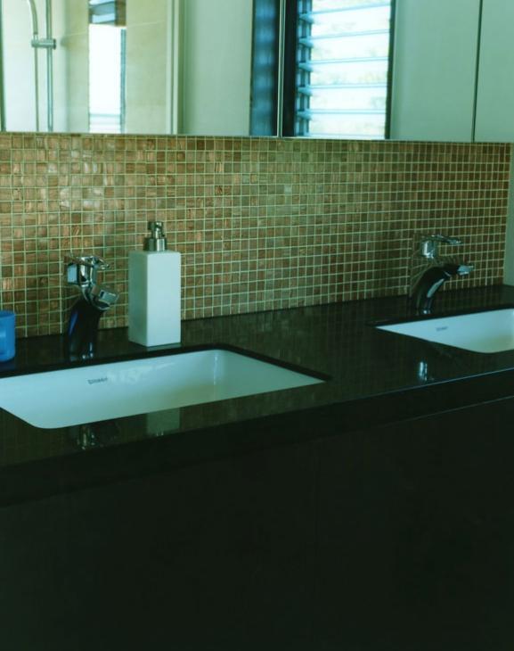 鵠沼の家の部屋 ダブルボウルの洗面台