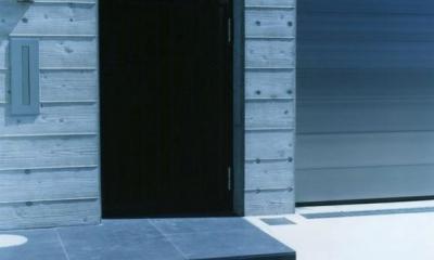 玄関アプローチ 鵠沼の家