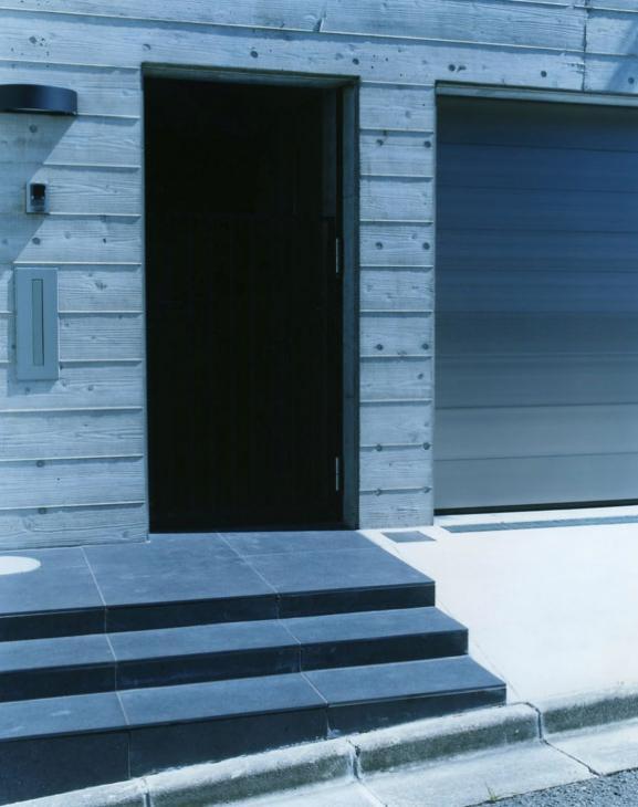 鵠沼の家の部屋 玄関アプローチ