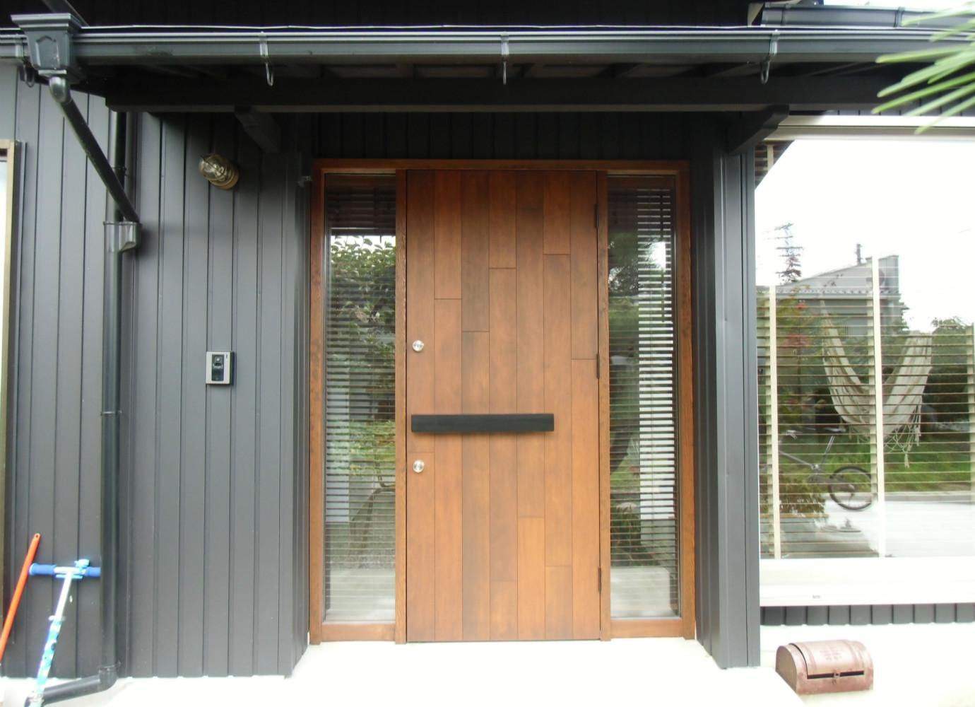 リノベーションの写真 ウッドな玄関扉