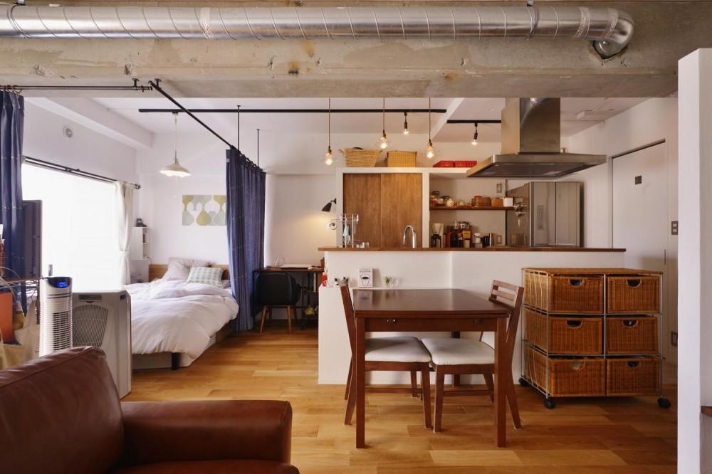 LDK(ベッドスペース 間仕切りOPEN時) (Y邸・漆喰の壁に囲まれて暮らす、光と風あふれる家)