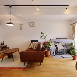 Y邸・漆喰の壁に囲まれて暮らす、光と風あふれる家