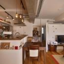 Y邸・漆喰の壁に囲まれて暮らす、光と風あふれる家の写真 LDK