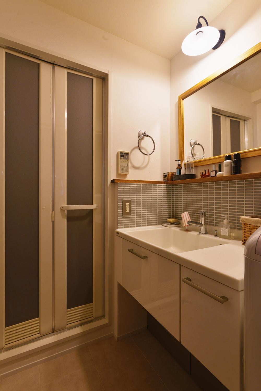 バス/トイレ事例:洗面所 - バスルーム(Y邸・漆喰の壁に囲まれて暮らす、光と風あふれる家)