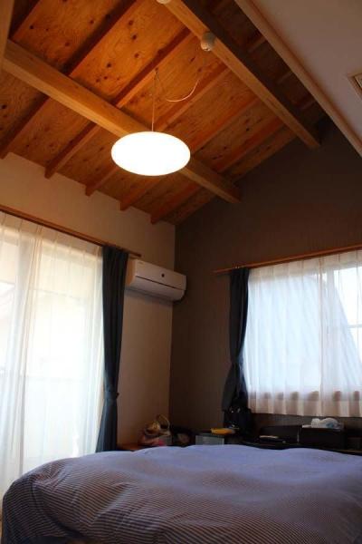 木のぬくもりを感じる寝室 (白河の家)