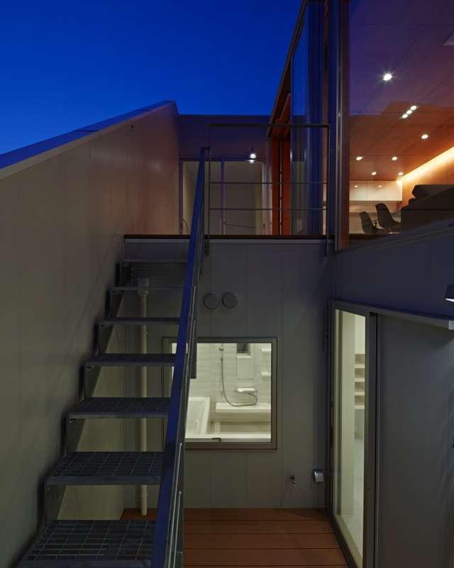 土呂N邸の部屋 外部2層テラス夜景
