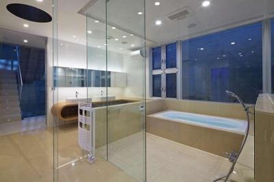 洗面・浴室夕景 (浦和H邸)