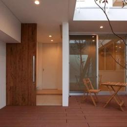 松江市東奥谷建売住宅 (1階玄関・中庭)