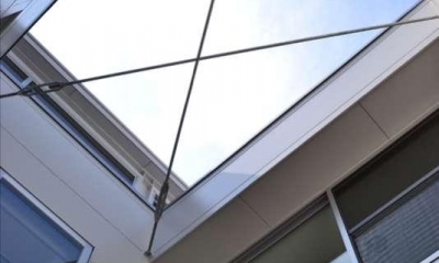 浦和F邸リノベーション (中庭から空を見る)