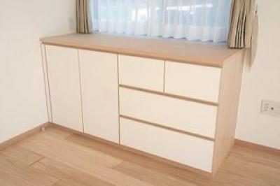 主寝室の小物+衣類収納棚 (府中の家)