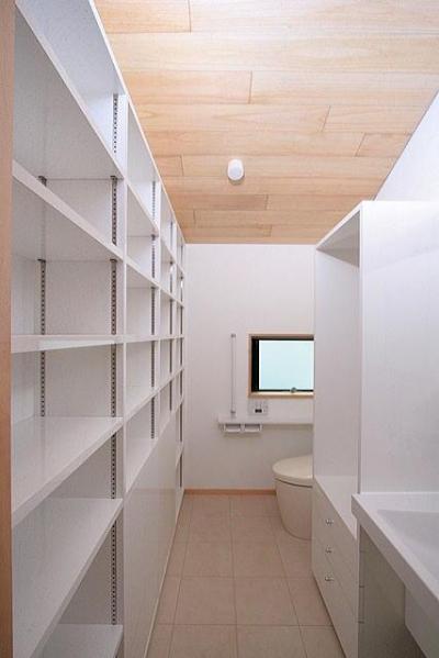 2階のプライベート用の洗面・トイレ (府中の家)