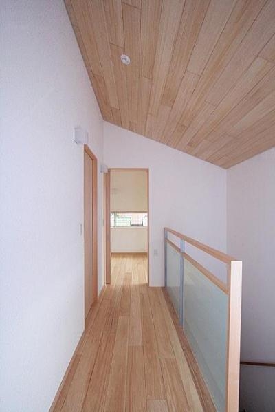2階階段室(南面の寝室を望む) (府中の家)