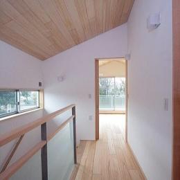 府中の家 (2階階段室(北面の書斎を望む))