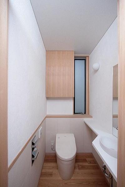 1階のトイレ (府中の家)
