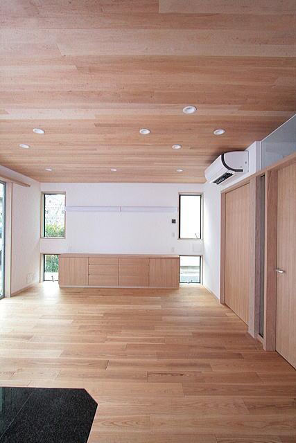 府中の家 (板貼天井のリビング (ダイニング側より西面を望む))