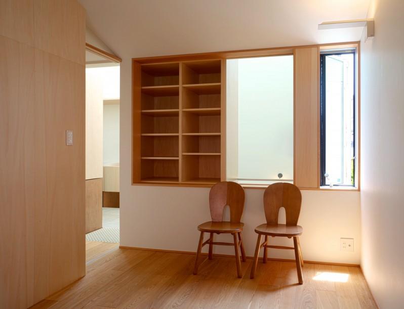 Daidou no ieの部屋 出窓を活用した収納