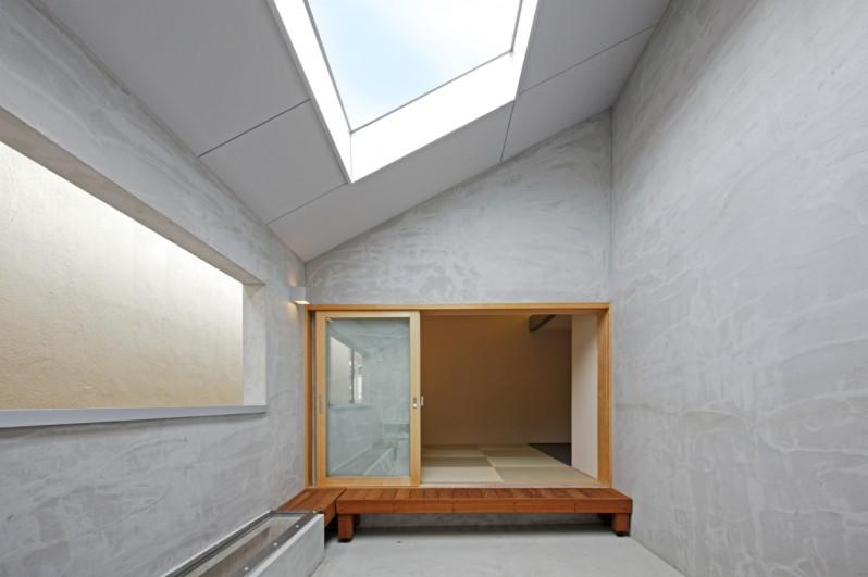 Imagawa no ieの部屋 天窓から光が差し込む空間