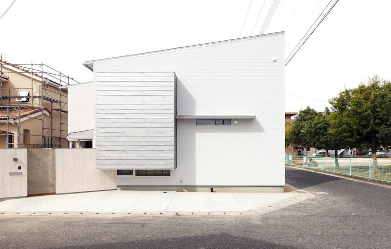 Tajima no ieの写真 片流れ屋根の白い外観