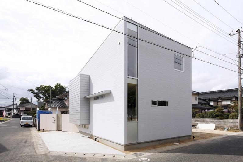 Tajima no ieの写真 窓が多い白い外観