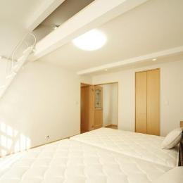 ロフトのある寝室