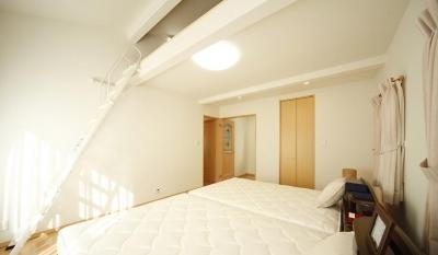 二人だけの空気だからこそ、解放空間で・・・ (ロフトのある寝室)