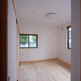 富士見台の家 (リビング側の入口から 主寝室を望む)