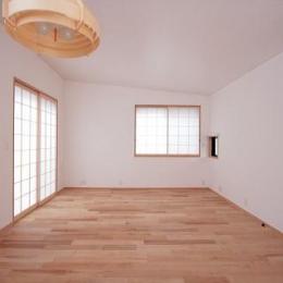 富士見台の家 (ダイニングより正面のリビングを望む)