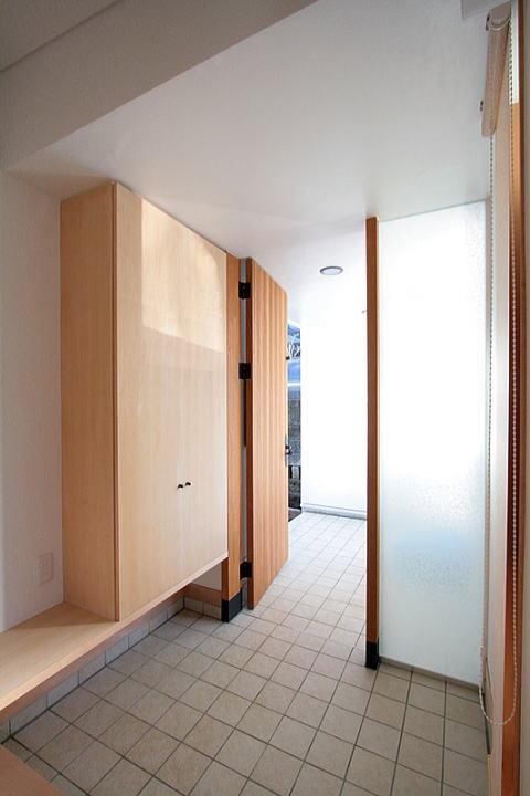 富士見台の家の部屋 扉の先は玄関ポーチ