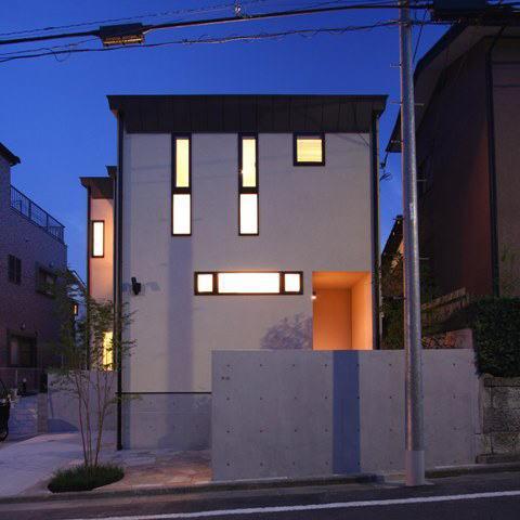 関町北の家の部屋 外観(夕景)