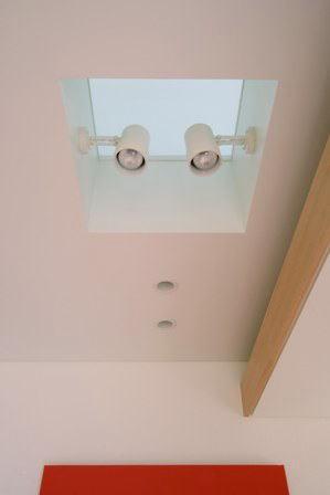 関町北の家の部屋 ダイニング上部の床用ガラス見上げ