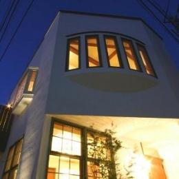 八雲の家 ヨーロピアンテイストの小さな家 (外観(玄関前夕景))