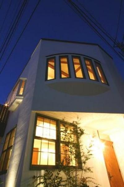 外観(玄関前夕景) (八雲の家 ヨーロピアンテイストの小さな家)