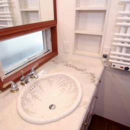 八雲の家 ヨーロピアンテイストの小さな家 (1階洗面室)