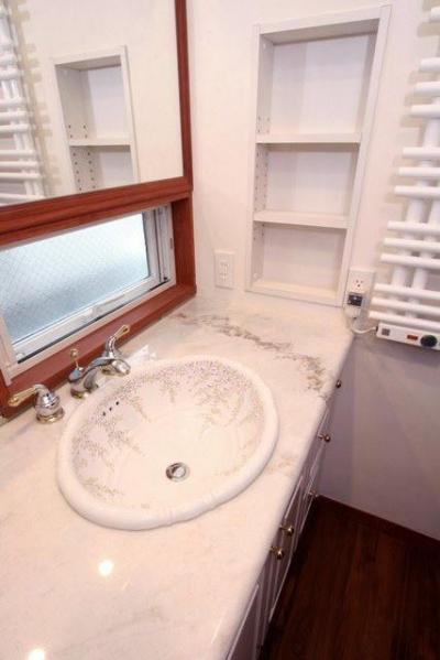 1階洗面室 (八雲の家 ヨーロピアンテイストの小さな家)