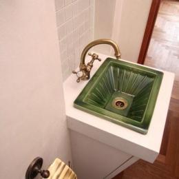 ニッチに埋込んだ手洗カウンター