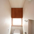 八雲の家 ヨーロピアンテイストの小さな家の写真 2階のトイレ