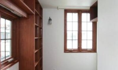 八雲の家 ヨーロピアンテイストの小さな家 (1階玄関脇の南向きの書斎)
