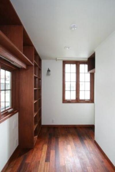 1階玄関脇の南向きの書斎 (八雲の家 ヨーロピアンテイストの小さな家)