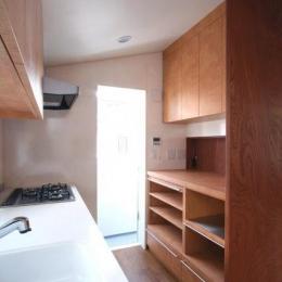 八雲の家 ヨーロピアンテイストの小さな家-独立型のキッチン