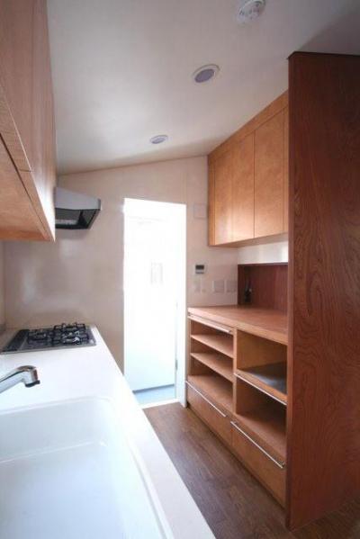 独立型のキッチン (八雲の家 ヨーロピアンテイストの小さな家)