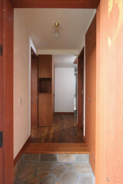 八雲の家 ヨーロピアンテイストの小さな家の部屋 玄関