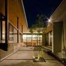 七郷の平屋の写真 夜の中庭