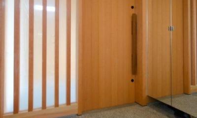 七郷の平屋 (鏡のある玄関)