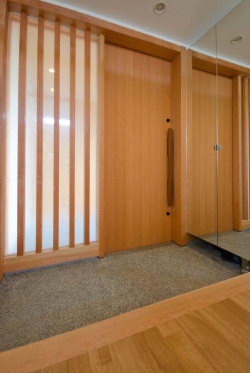 七郷の平屋の部屋 鏡のある玄関